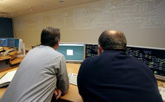 ENESTÅENDE INTEGRASJON: Ved siden av seks togsimulatorer er det bygget tre trafikksimulatorer som er fullskalamodeller av fjernstyringssystemene på strekningen Drammen-Eidsvoll.