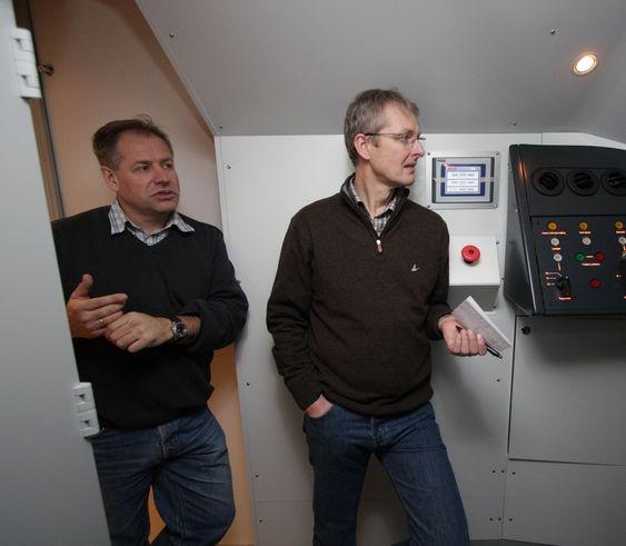 SAMARBEID: Ottar Arne Haslestad (t.v), simulatoransvarlig på Norsk jernbaneskole, og Espen Narum, utviklingssjef fremføring i Flytoget.