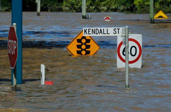 Flomvannet i Queensland, Australia, dekker et område større enn Frankrike og Tyskland tilsammen.Her fra en gate i Bundaberg, 31. desember 2010.