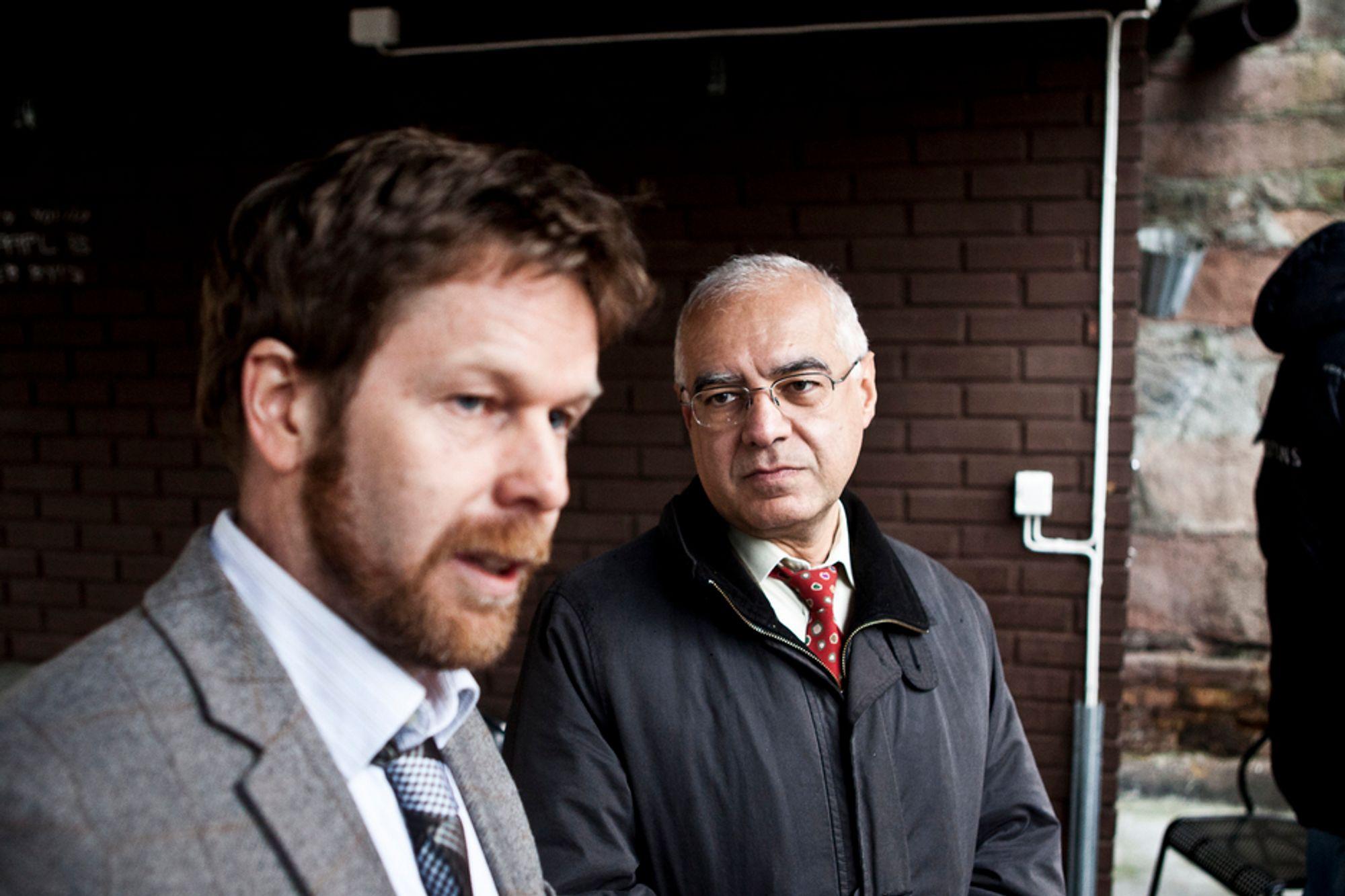 Klimaforskerne Asgeir Sorteberg og Farrokh Nadim overleverte i går FN-rapporten om ekstremvær og risikohåndtering til miljø- og utviklingsminister Erik Solheim.