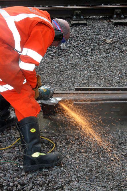 Kappe- og slipeskiver for jernbaneskinner