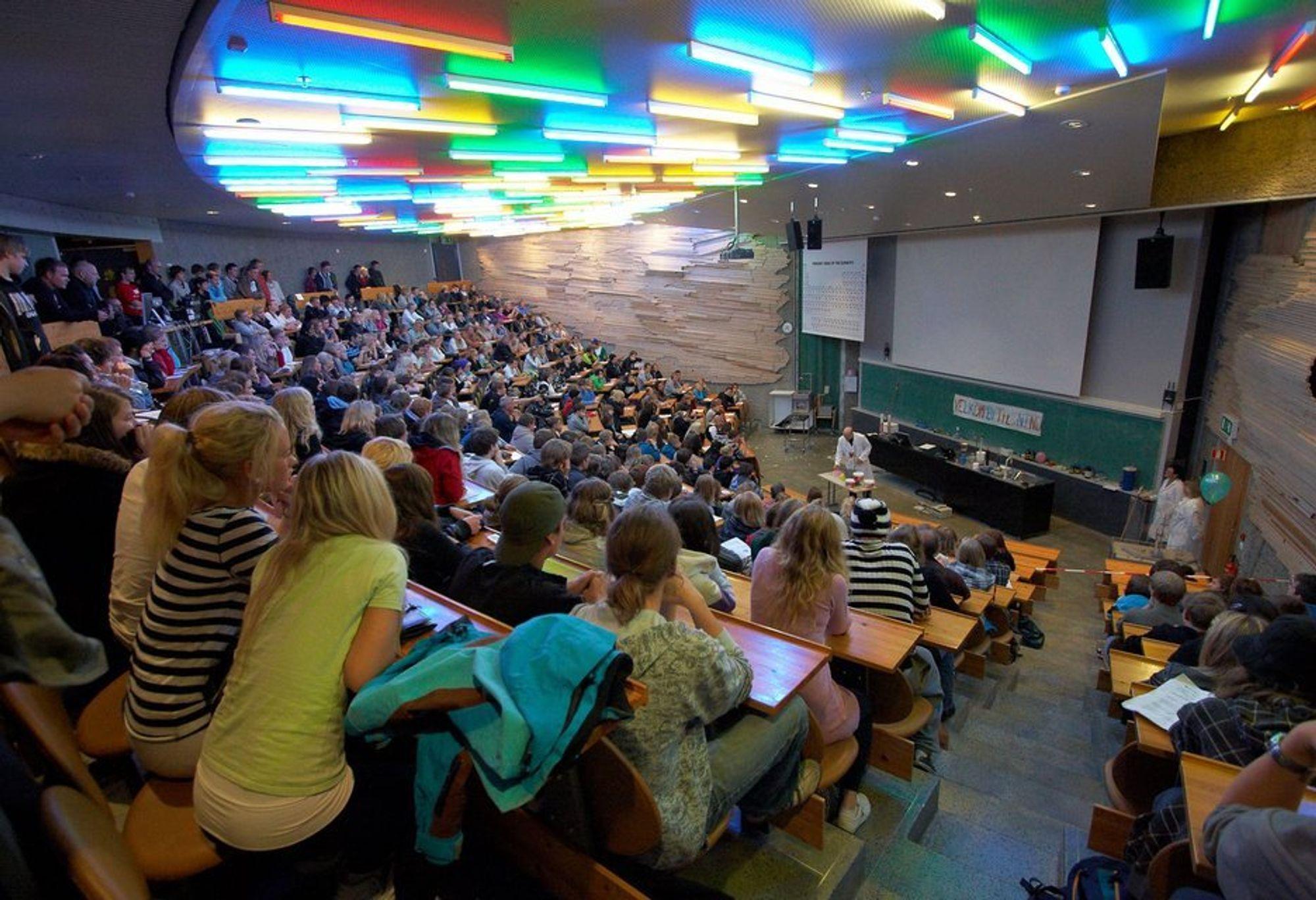 HELT KNALL: Professor Martin Ystenes' Knallforelesning er populær. Den får årets deltakere også være med på, når de samles til forskernatt ved NTNU 24. september.