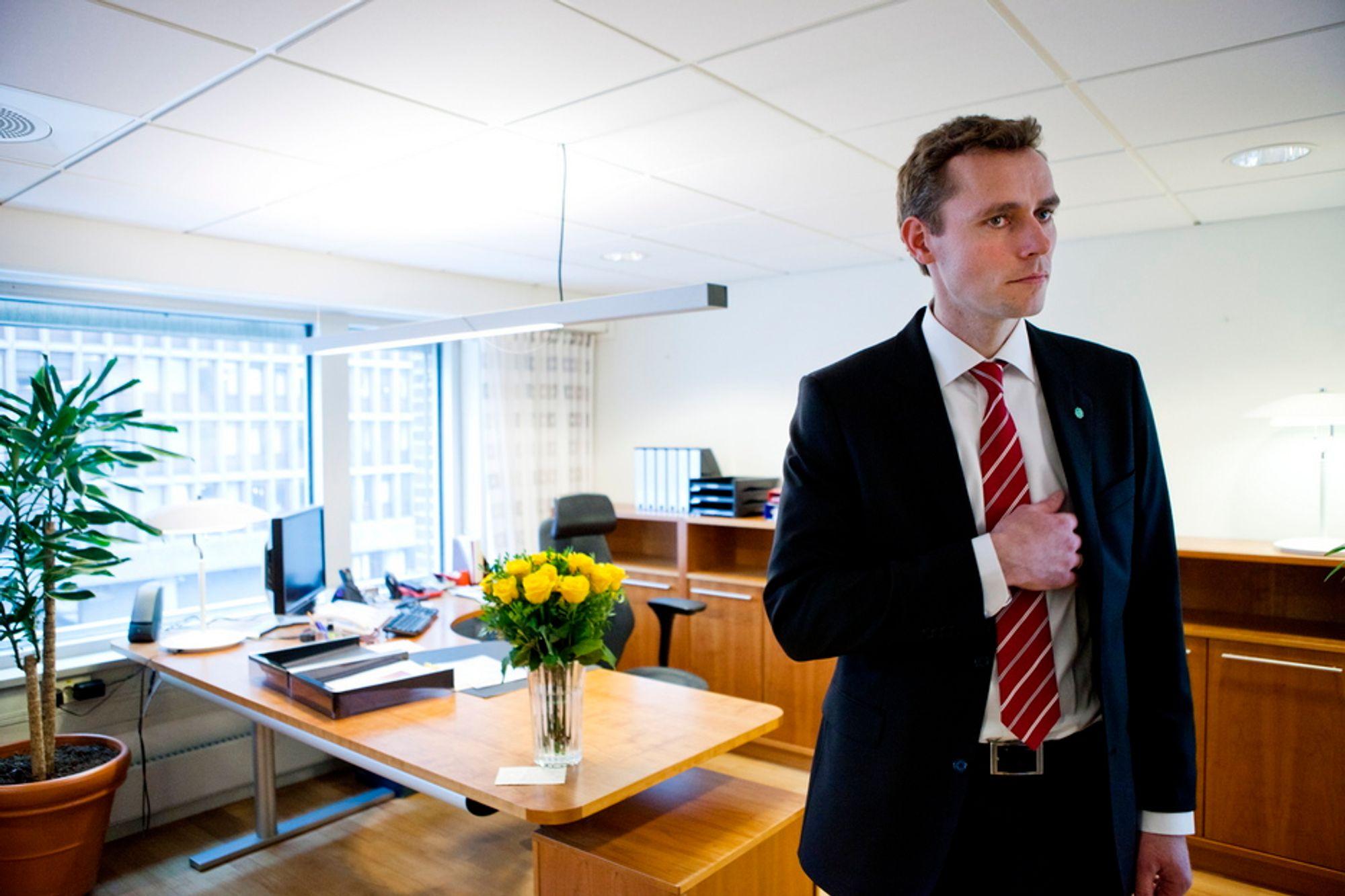 VANN IKKE VIND: Ola Borten Moe er ikke enig med sin forgjenger Riis-Johansen i at havvind kan bli framtidens industrieventyr. Han vil heller ha mer vannkraft.