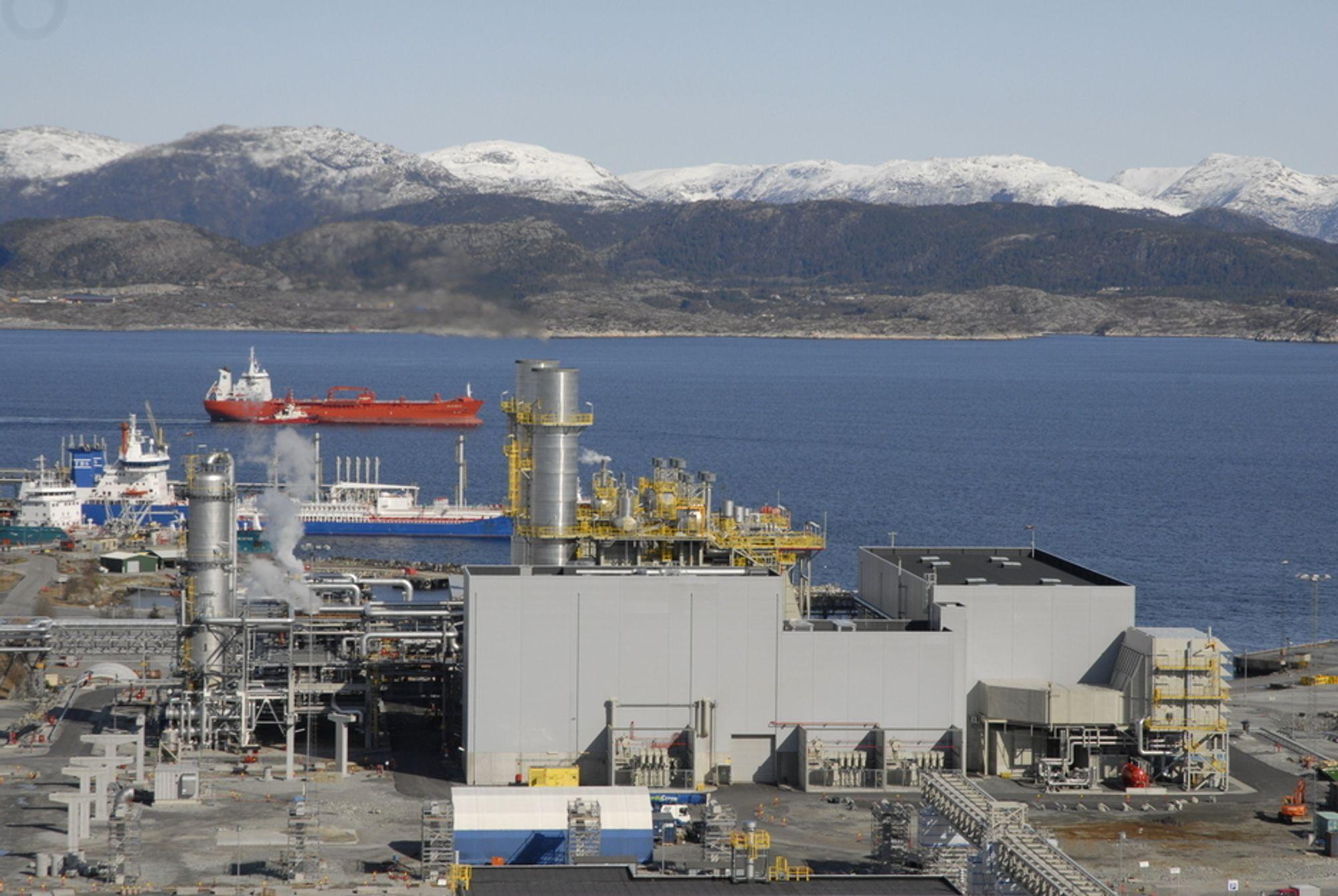 TØFFE SPØRSMÅL: Eftas overvåkingsorgan Esa vil vite om Statoil må bygge fullskala CO2-renseanlegg på Mongstad for egen regning hvis staten dropper prosjektet.