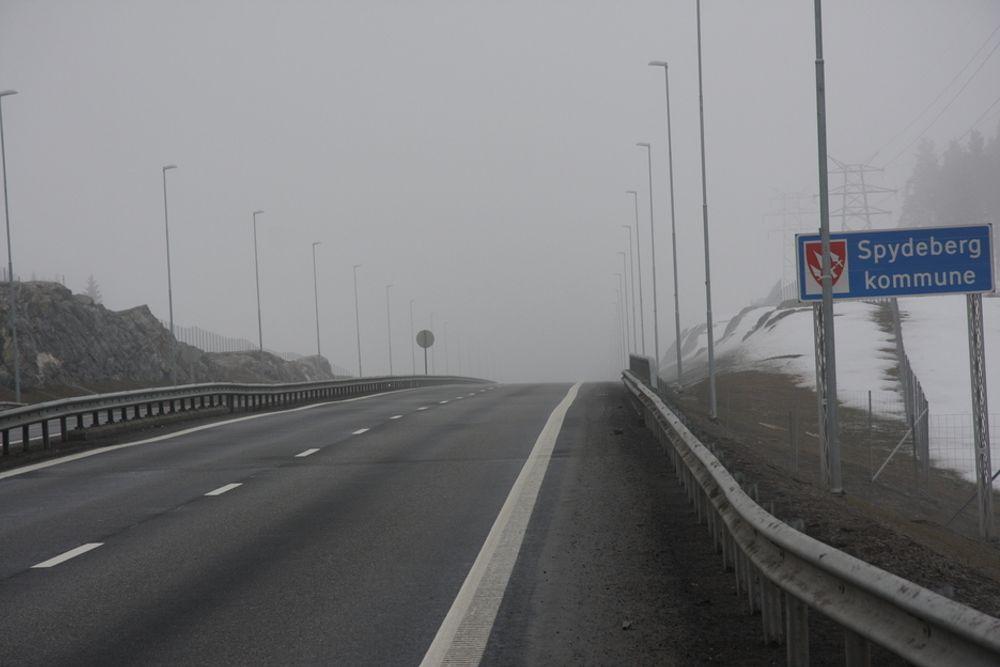 OPOSISJONSSTRID: Nye E18 gjennom Østfold, her ved Askim, skal ifølge Høyre bygges ut ytterligere, blan annet med firefeltsvei på strekningen Melleby-Momarken. -Løgn, mener Frps Bård Hoksrud.