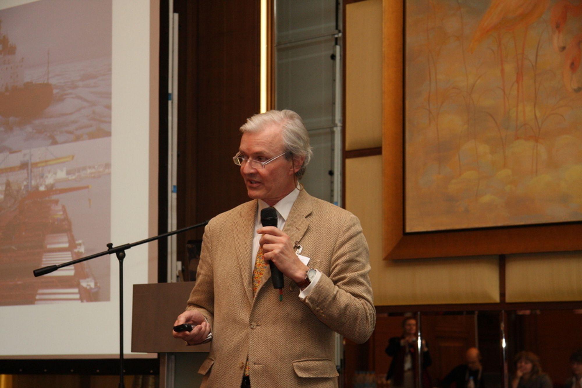 Henrik Falck oppfordrer til å ta i bruk Nordøstpassasjen til kommersiell bruk.