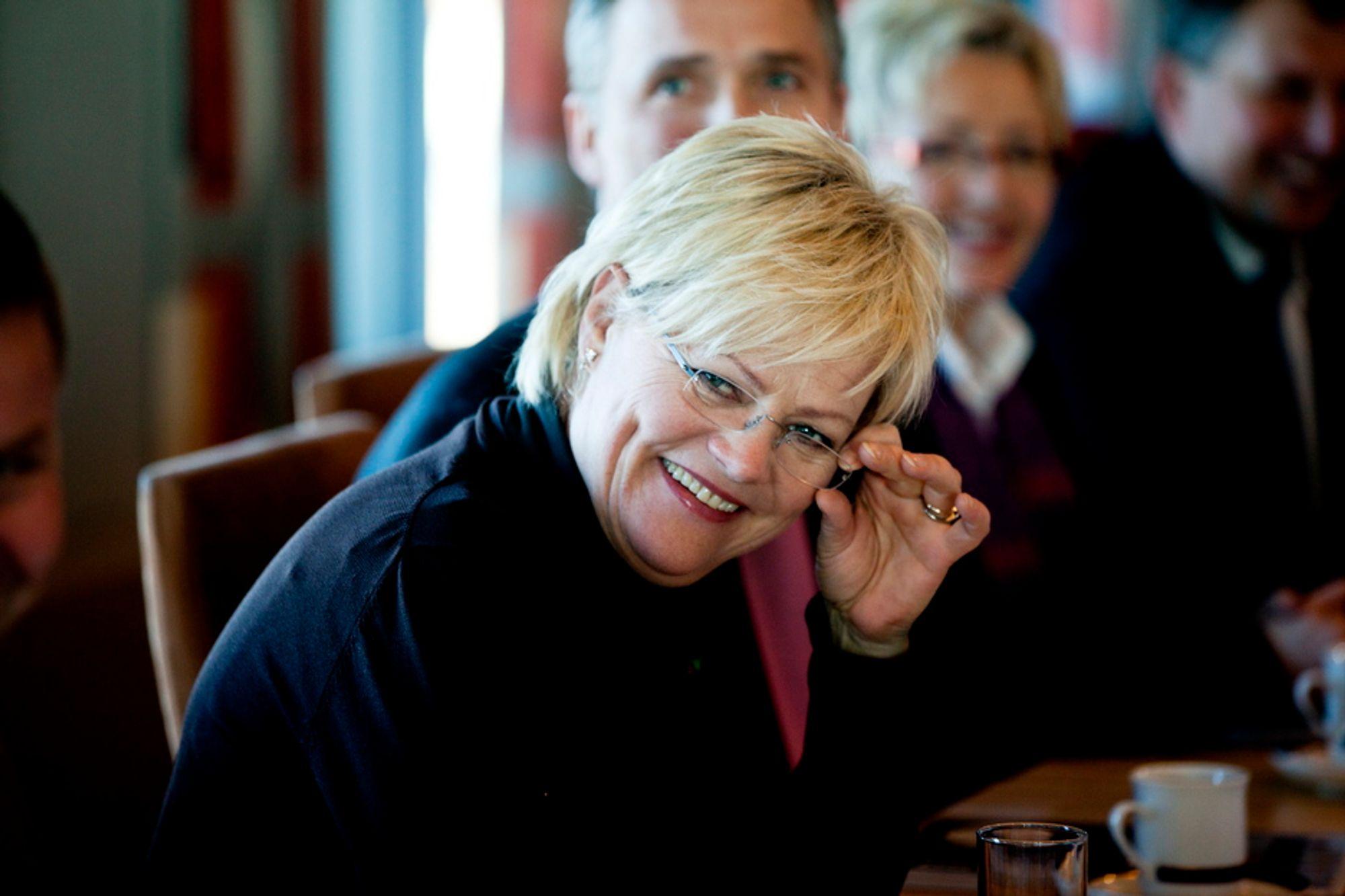 SV-leder Kristin Halvorsen står steilt på partiets nei til konsekvensutredning, men motsetter seg ikke innhenting av ny kunnskap. Det var budskapet hennes da regjeringen møtte ordførere fra nord tirsdag.