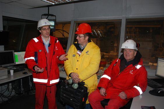 Støperisjef Jan Gunnar Skahjem, Tylekks Tyge Filset og sefsingeniør Erik Bjørlin ved Hydros aluminiumvalseverk i Holmestrand.