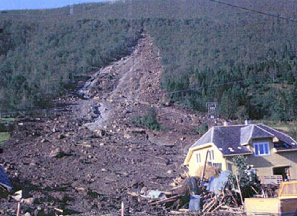 Det er sjelden menenskeliv går tapt i jordskred i Norge, men ut fra statistikken vil vi bli rammet av maneg skred i løpet av 100 år. Bildet er fra Innfjorden.