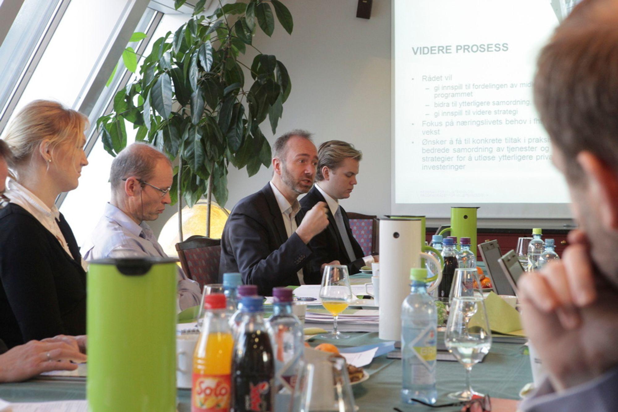 ØNSKER MILJØSATSING: Næringsminister Trond Giske møtte i dag programrådet for miljøteknologi. Han kaller det et «cut-the crap»-utvalg som skal sørge for at de som går med investerings- og teknologiutviklingsplaner skal få det lettere med det offentlige når de søker om støtte.
