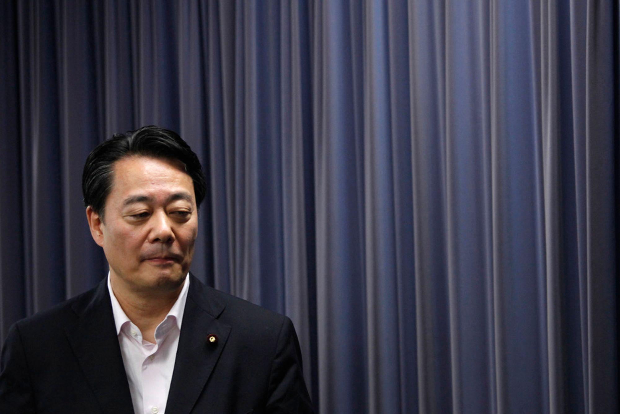 Teppet går ned for flere av økonomi-, handels- og industriminister Banri Kaiedas medarbeidere. Han vil blåse nytt liv i departementet som er ansvarlig for kjernekraftindustrien i Japan.