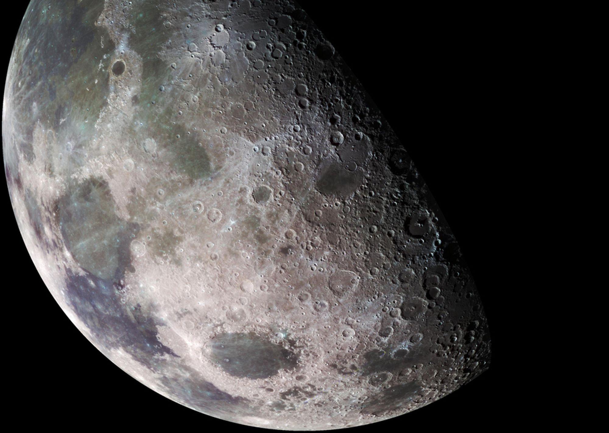 De to forskerne mener månelandskapet kan forklares med at månen kolliderte med en annen måne for flere milliarder år siden.