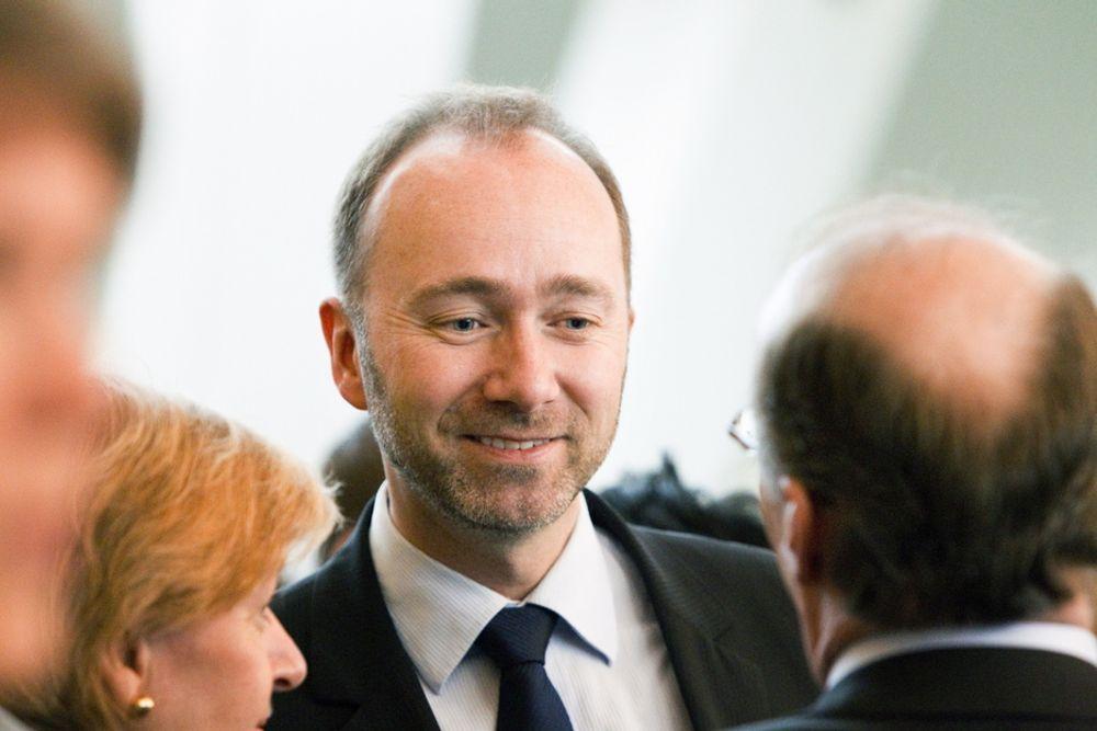 Næringsminister Trond Giske forventer at Hydro satser i Norge.
