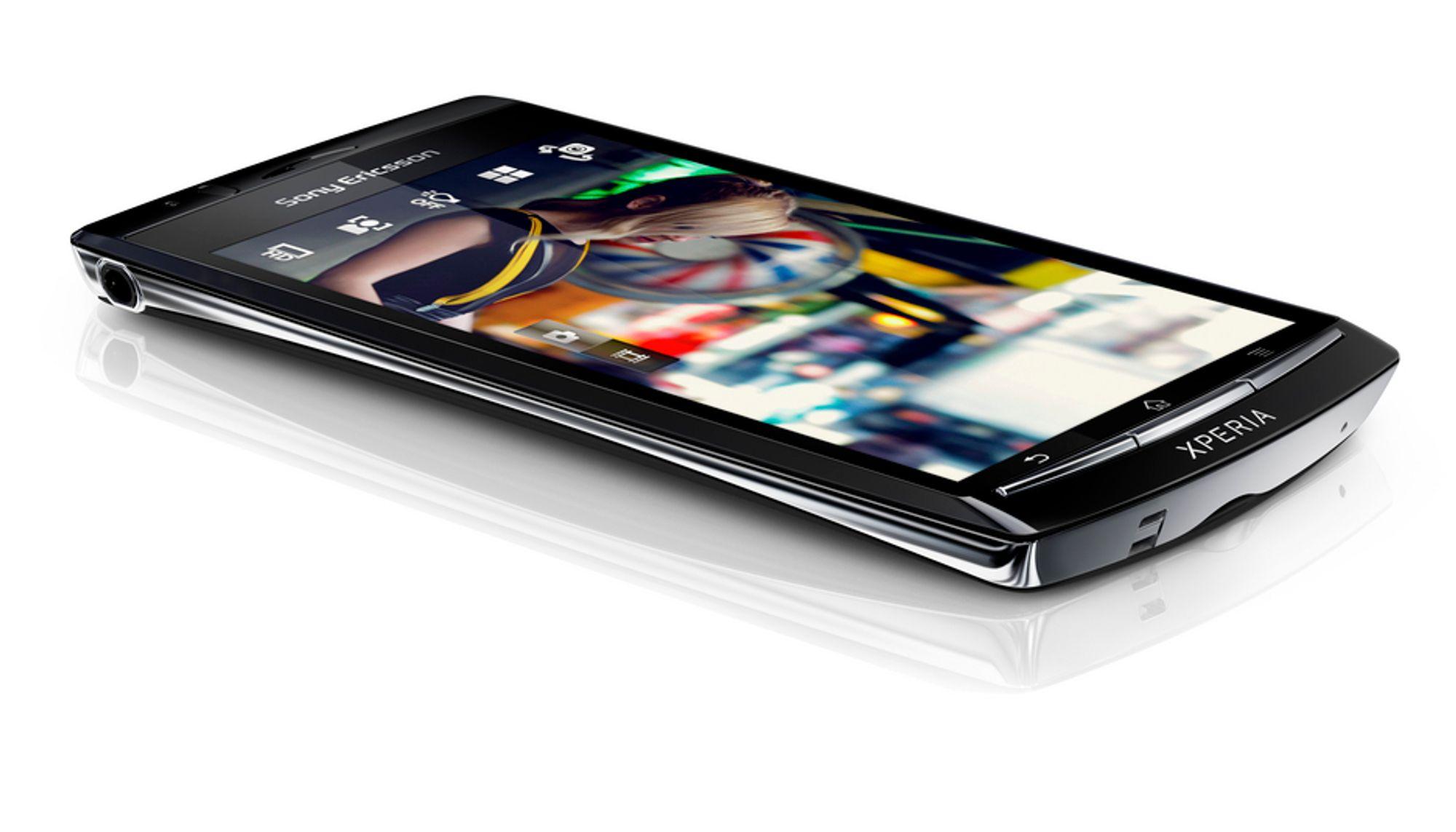 Sony Ericsson Xperia arc får litt mer kurvede former enn de tidligere Xperia-modellene, og blir proppet med teknologi.