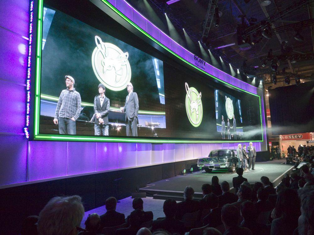 Skuespillerne Seth Rogan og Jay Chou fra den kommende storfilmen Green Hornet var hentet inn for å kaste glans over Sonys pressekonferanse på CES. Til høyre Sonys Amerika-sjef sir Howard Stringer.