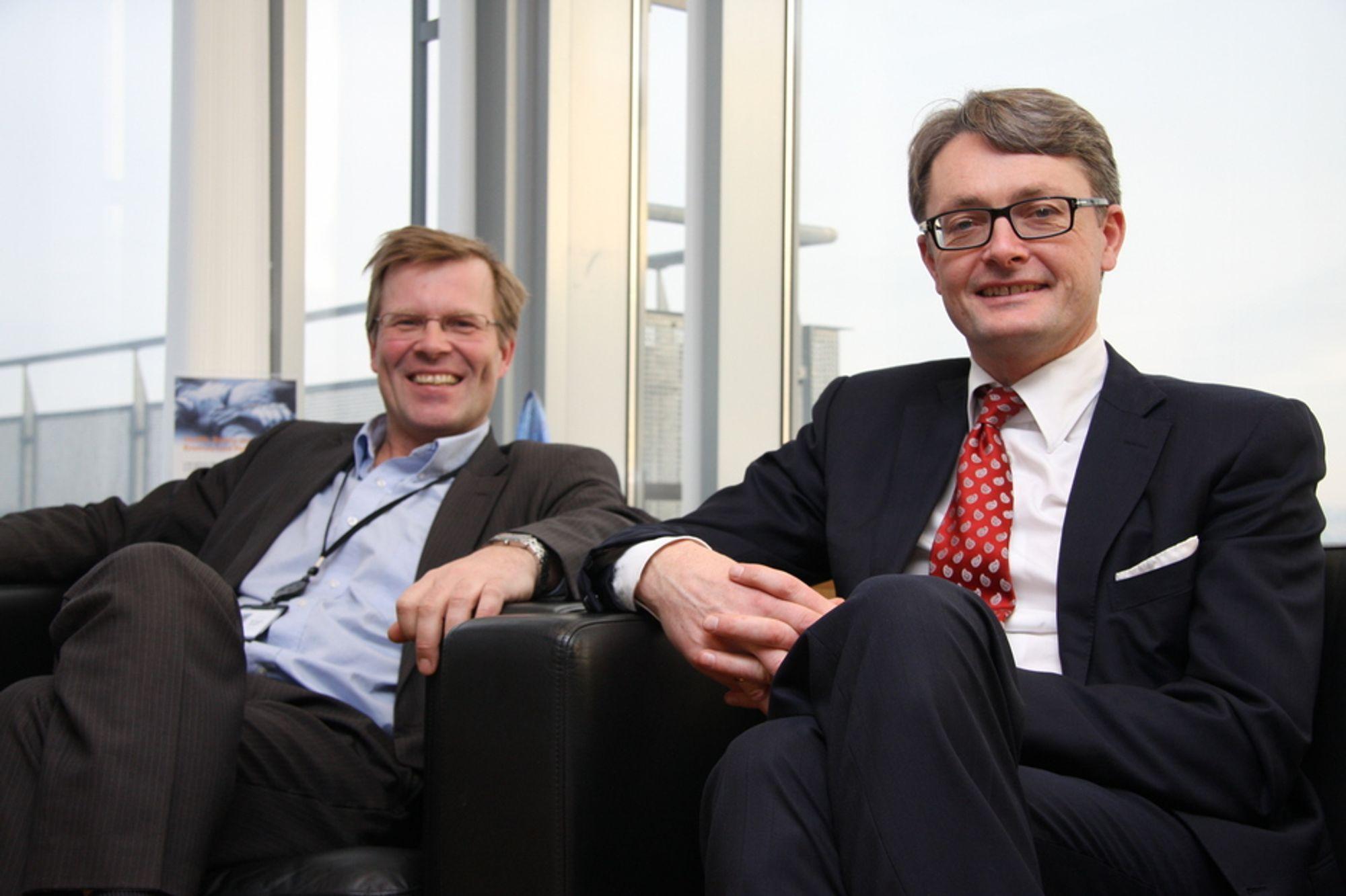 POSITIVT: Styreformann Øyvind Eriksen (t.h.) er godt fornøyd med første kvartal for Aker Solutions. Her sitter han sammen med selskapets CCO, Per Harald Kongelv.