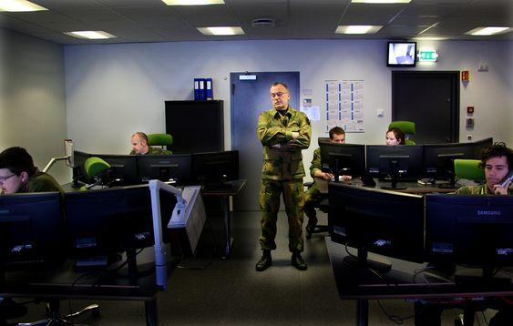 """RUSTER OPP: Generalmajor Roar Sundseth har kommando over Norges ferskeste og raskest voksende hærstyrke. Her i """"Det aller helligste"""": CMD-enheten ved Forsvarets senter for beskyttelse av kritisk infrastruktur (FSKI) på Jørstadmoen."""