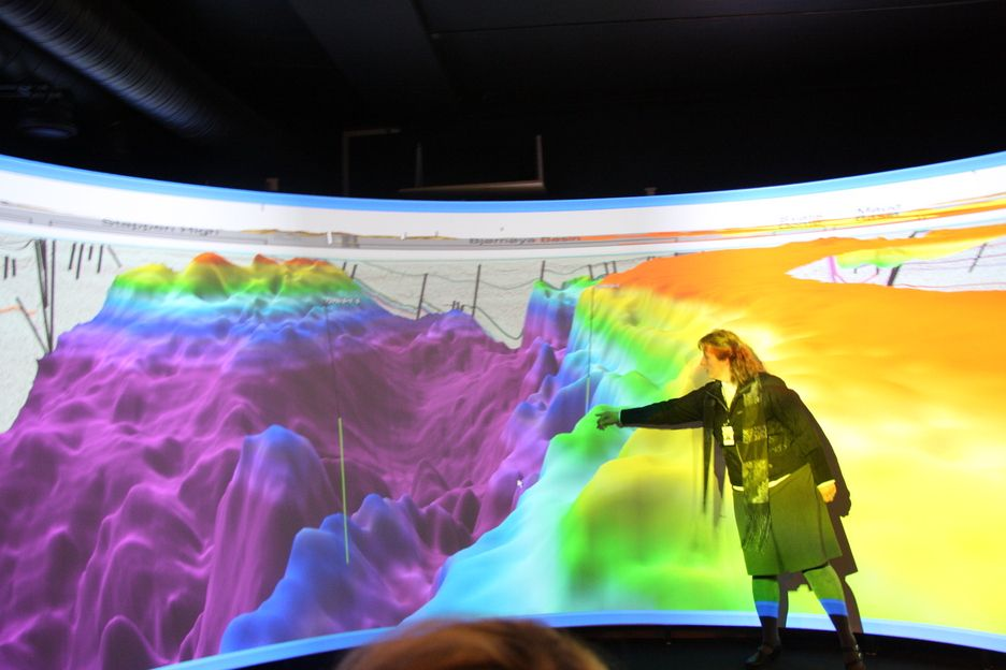 Jens Stoltenberg ble vist 3D-bilder fra Skrugard-funnet i Barentshavet. Statoil har gjort et gjennombrudd for måten de ser på området, og vil gå ut med nyheten snarlig.