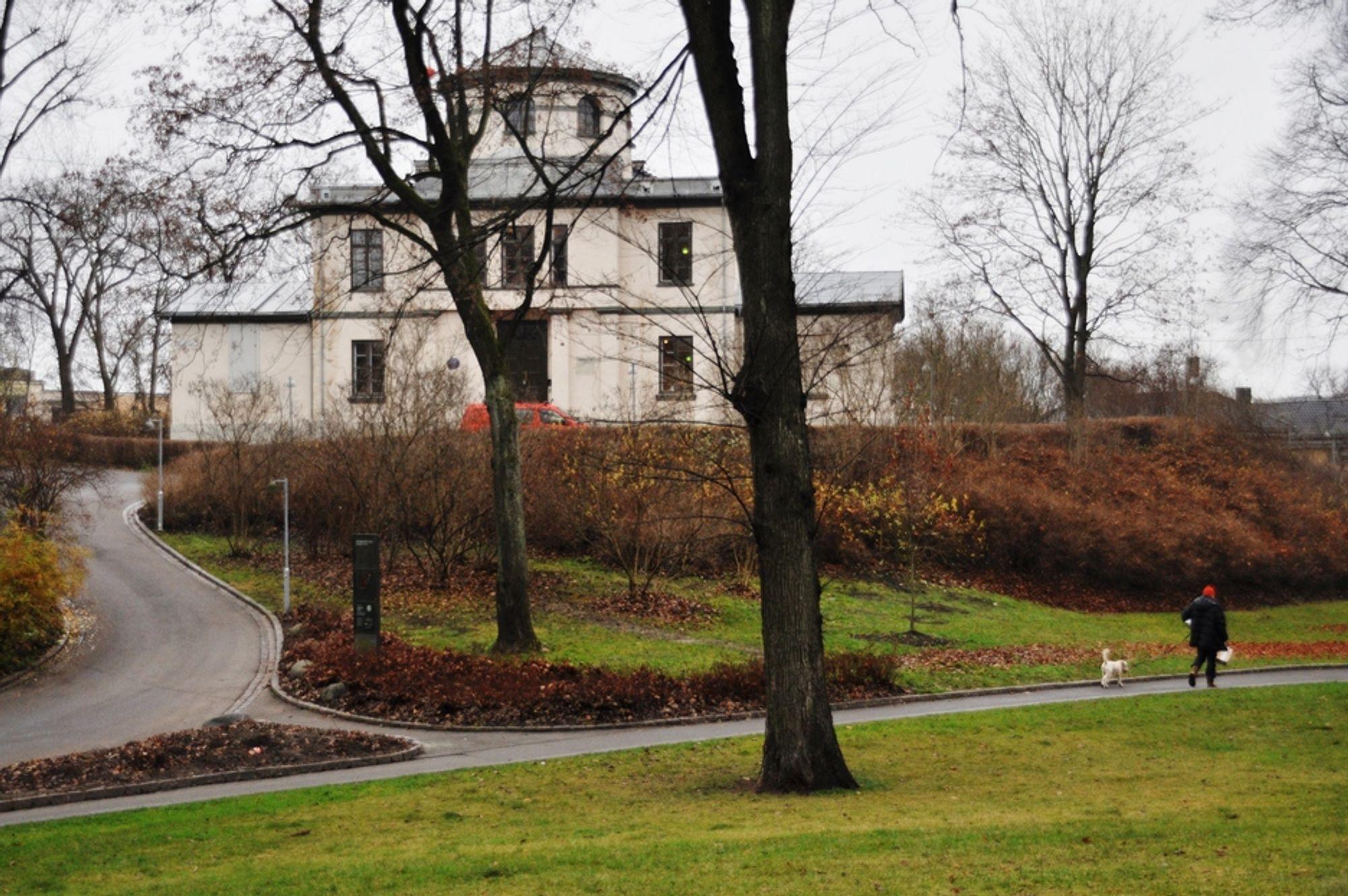 ÆRVERDIG: Observatoriet ligger rett ved Solli plass og ble opprinnelig åpnet i 1833.