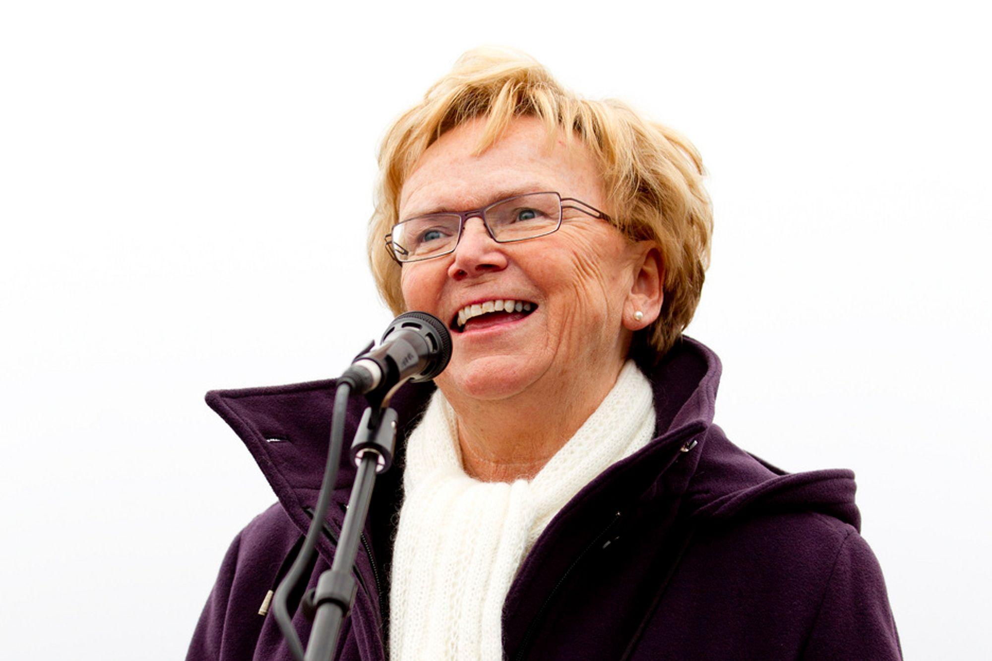 Samferdselsminister Magnhild Meltveit Kleppa (Sp) legger en kvart million kroner ekstra inn i statsbudsjettet til reparasjoner etter ras og flom på vei og jernbane.