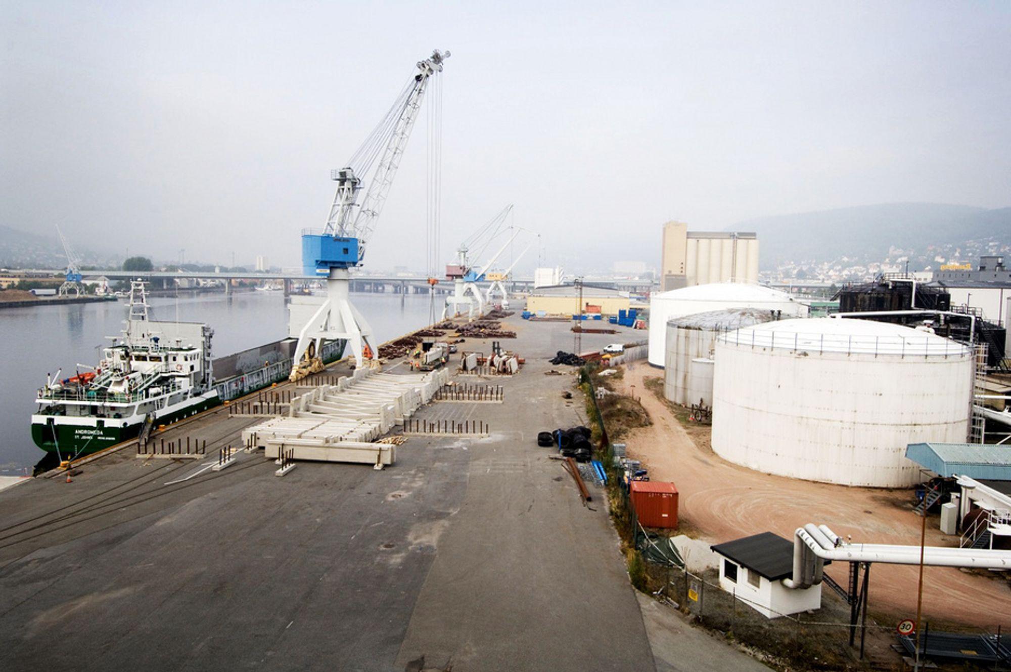 TILPASSET: Drammen Havn har god tilbud til alle, både togskinner og kort vei til hovedvei.