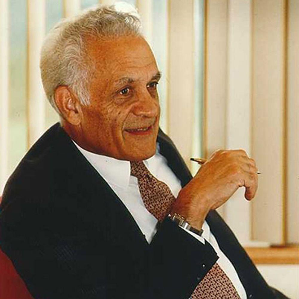 Amar Bose har satt så stor pris på sin utdanning og virke ved Massachusetts Institute of Technology at han velger å donere alle sine aksjer i selskapet til universitetet.