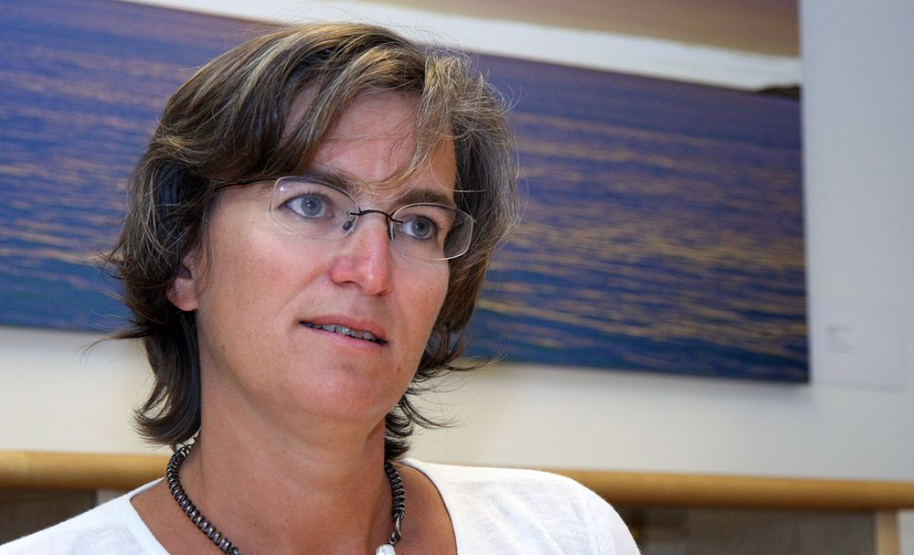 Direktør Ellen Hambro i Miljødirektoratet reagerer sterkt på at Statoil brukte to år på å varsle om lekkasje på Njord-feltet i Nordsjøen.