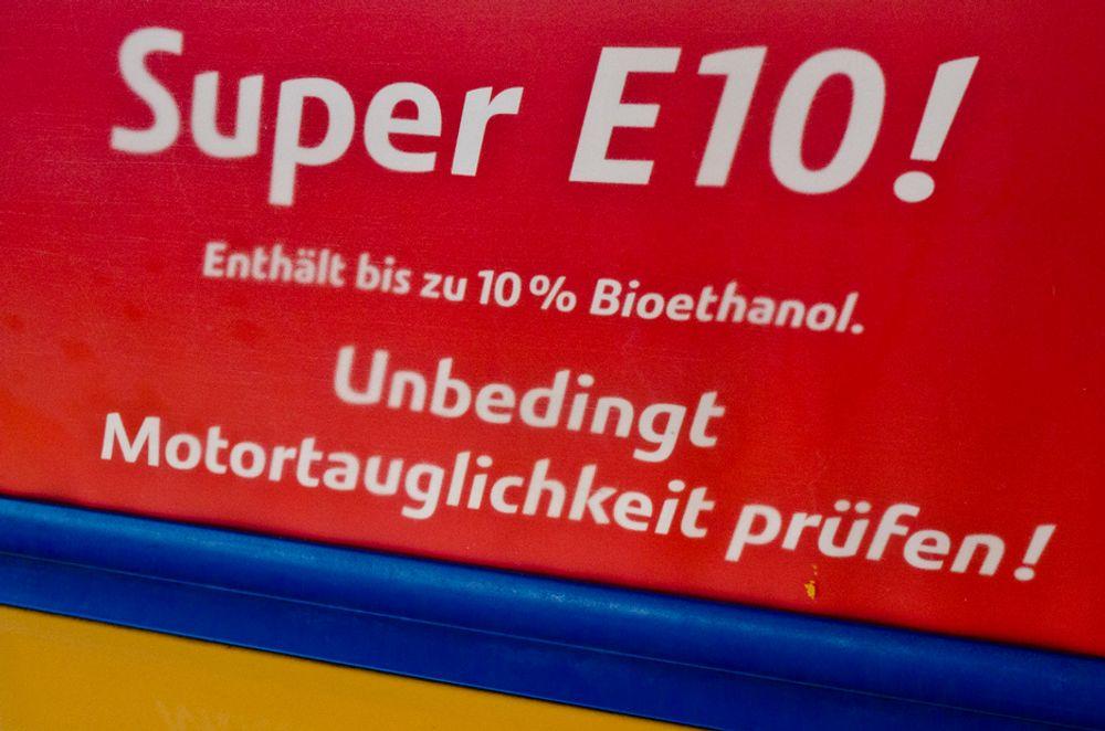 SUPER E10: Ikke fullt så supert, ifølge tyske bilister, som heller velger vanlig superbensin når de skal fylle tanken.