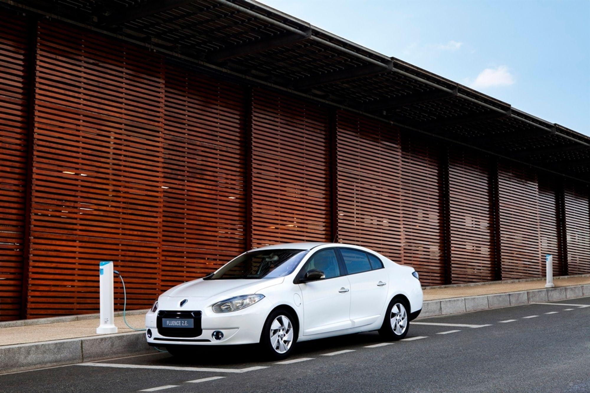 BATTERILEIE: Dette er Renault Fluence ZE  - elbilen som fra november kan leveres i Danmark og der kundene leaser batteriet fra Better Place.