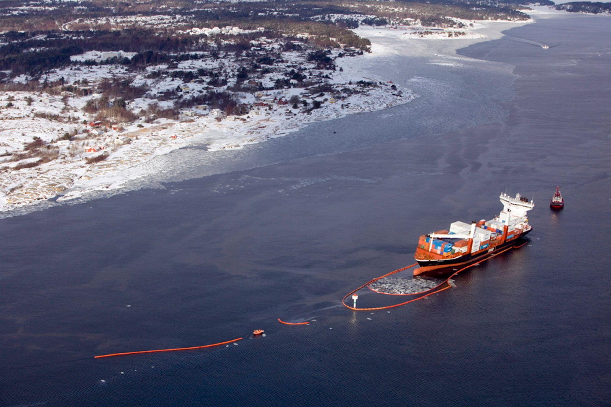 TØMT: Rederiet har nå tømt Godafoss' skadde tanker for olje. Kystverket jobber med å etablere en beredskap for å følge havaristen ut av norsk farvann mot Danmark.