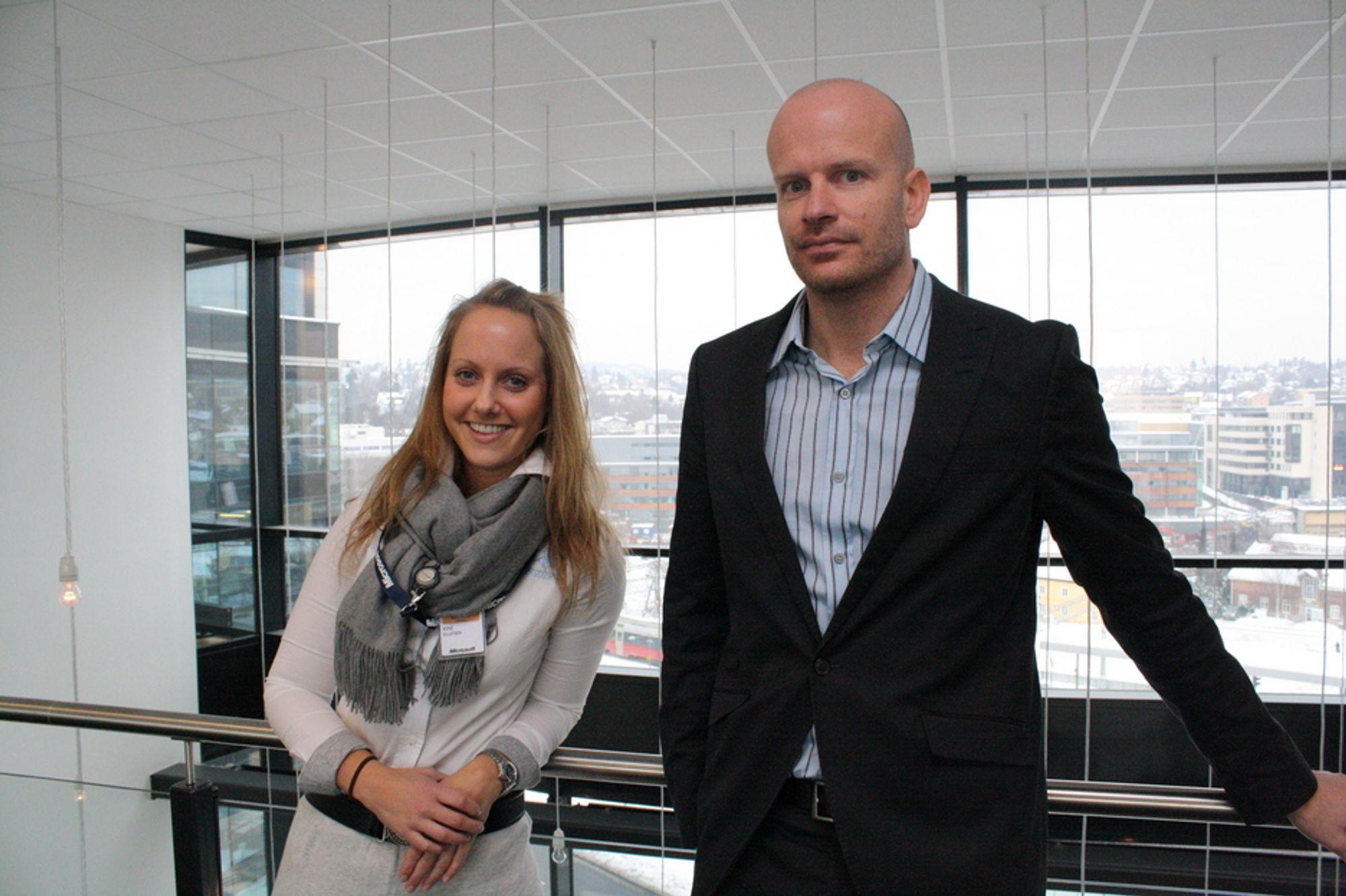 LØP OG SØK: Microsoft Norges Kine Ellefsen og Leiv Thomas Sandnes har 65 faste jobber med inkludert gratis videreutdanning å dele ut.