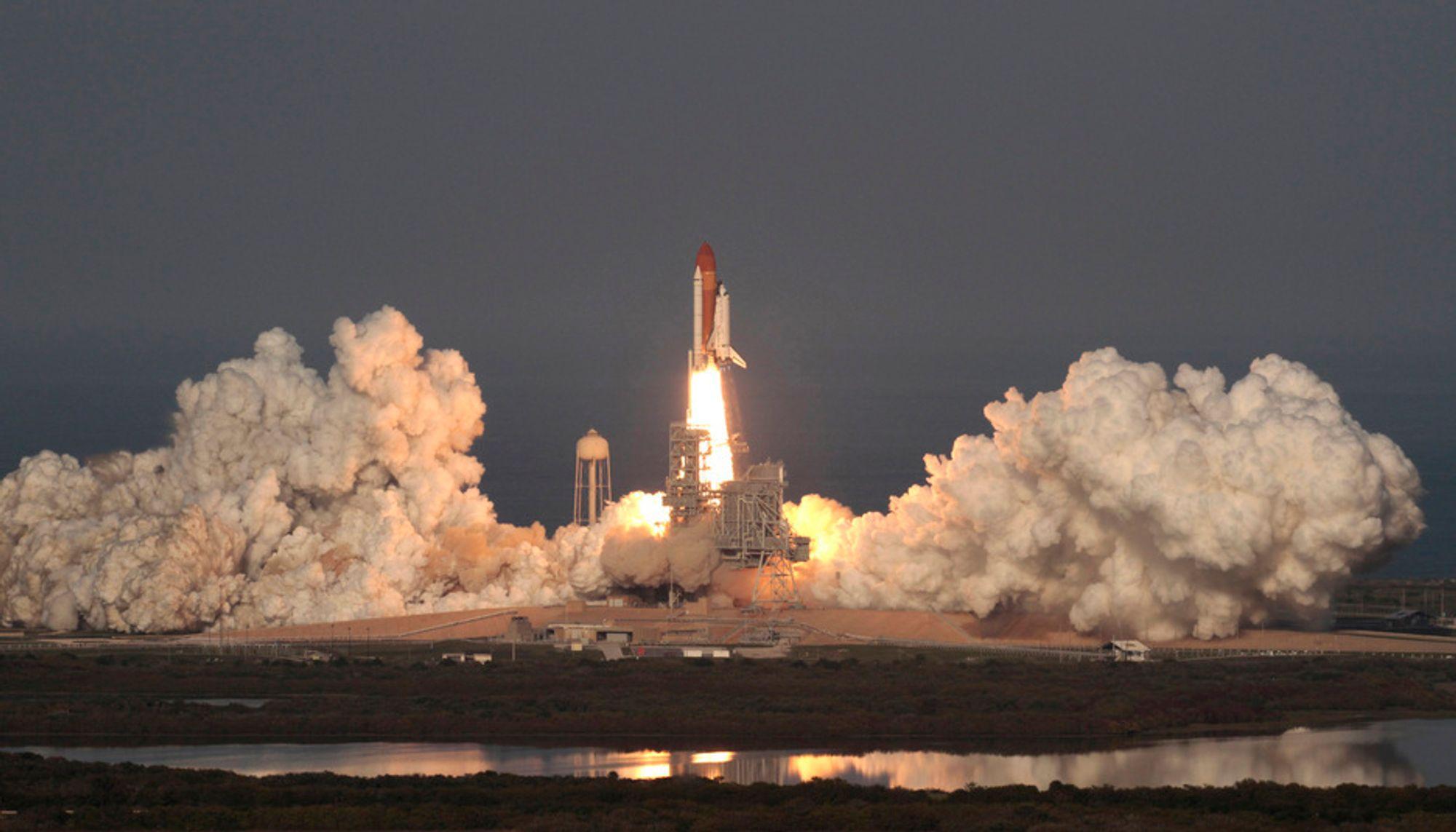 SISTE REIS: Romferja Discovery ble skutt opp for siste gang fra Kennedy romfartssenter i Florida torsdag.