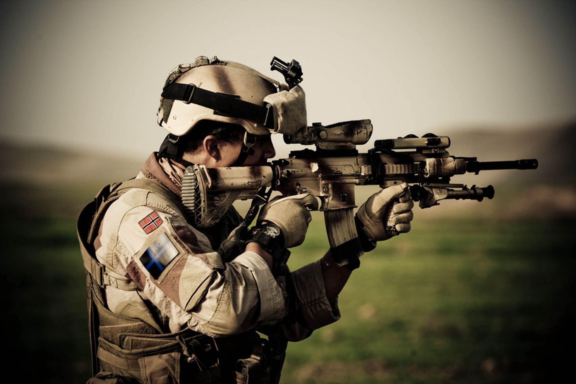 MÅ ENDRES: 25.000 våpen av denne typen, HK416, må modifiseres med ny avtrekkerhake og gassregulator for å unngå at flere soldater blir syke.