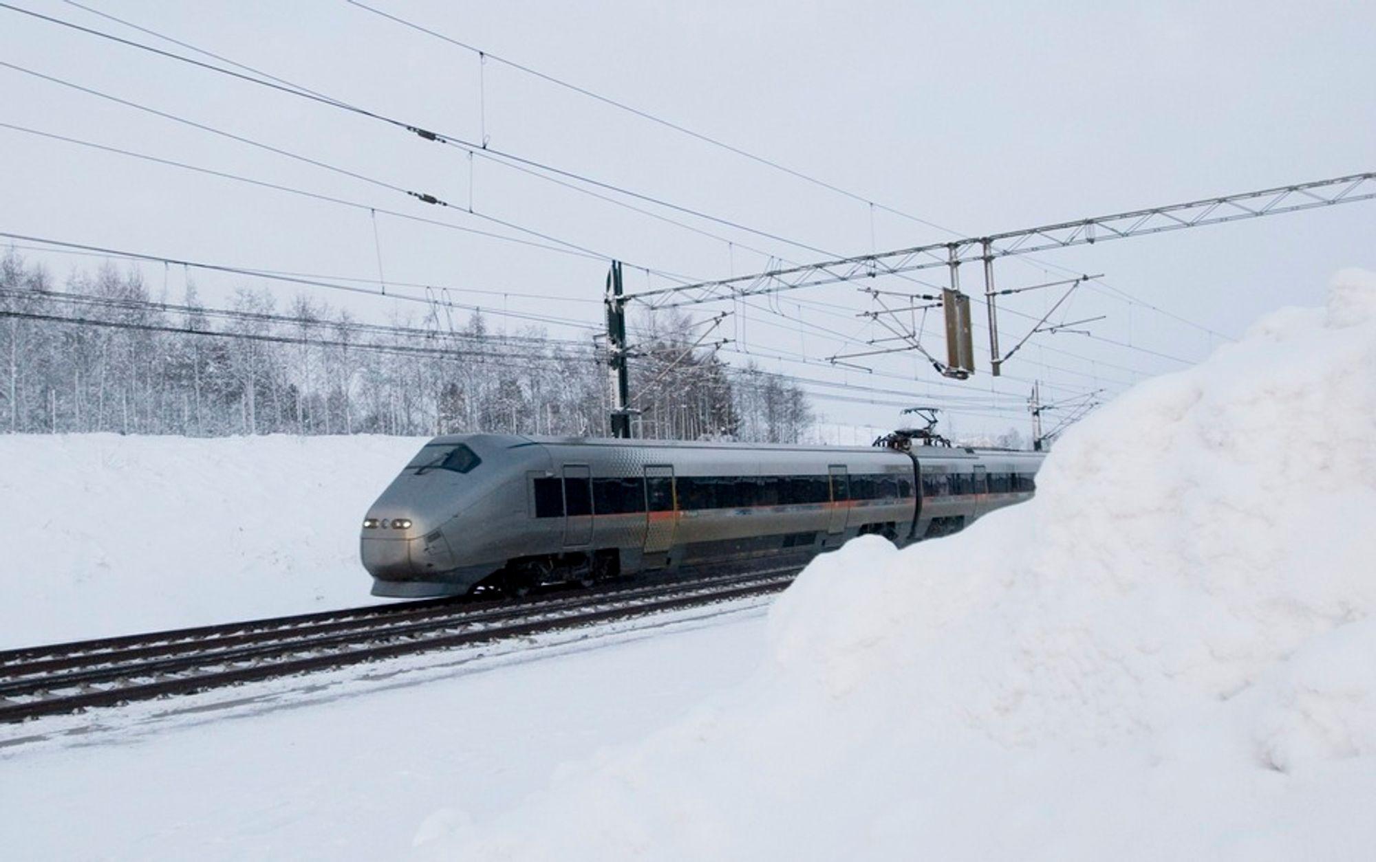 Flytoget må redusere farten til 80 kilometer i timen på en del av strekningen. Kun for komfortens skyld, ifølge informasjonssjef Thor Erik Skarpen i Jernbaneverket.