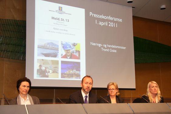 Trond Giske legger frem stortingsmelding nr 13 om eierskap 1. april 2011