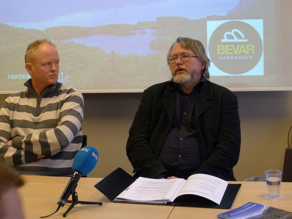 ENØK: Lars Haltbrekken i Naturvernforbundet og energirådgiver Svein Roar Brunborg er enige i at energieffektivisering er løsningen på kraftsituasjonen i Bergen. Ikke kraftledningen Sima-Samnanger.
