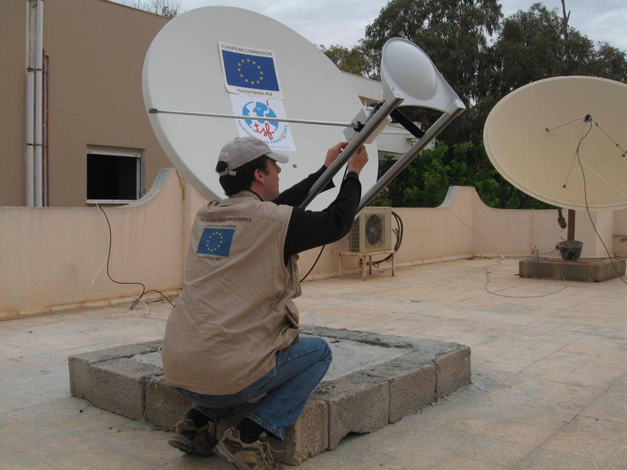 I KRIGEN: Mannskaper fra Telekom uten grenser har jobbet i krigsherjede Libya i et halvt år.