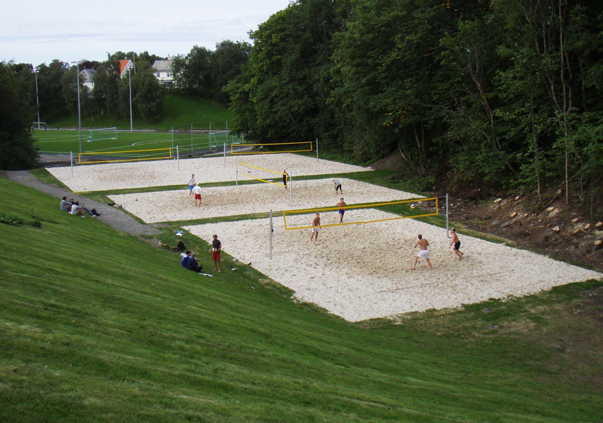 Noen har allerede tatt i bruk den nye idrettsparken i Høgskoledalen, også kjent som Dødens Dal. Offisiell åpning er i dag.