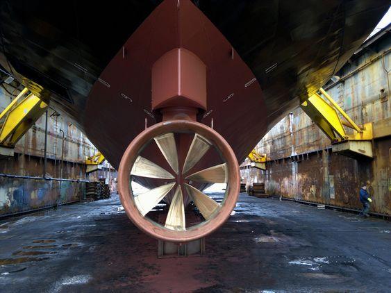 ERSTATTERE: Disse trusterne har erstattet det tradisjonelle roret og propellene på ferga B/F Eiksund.
