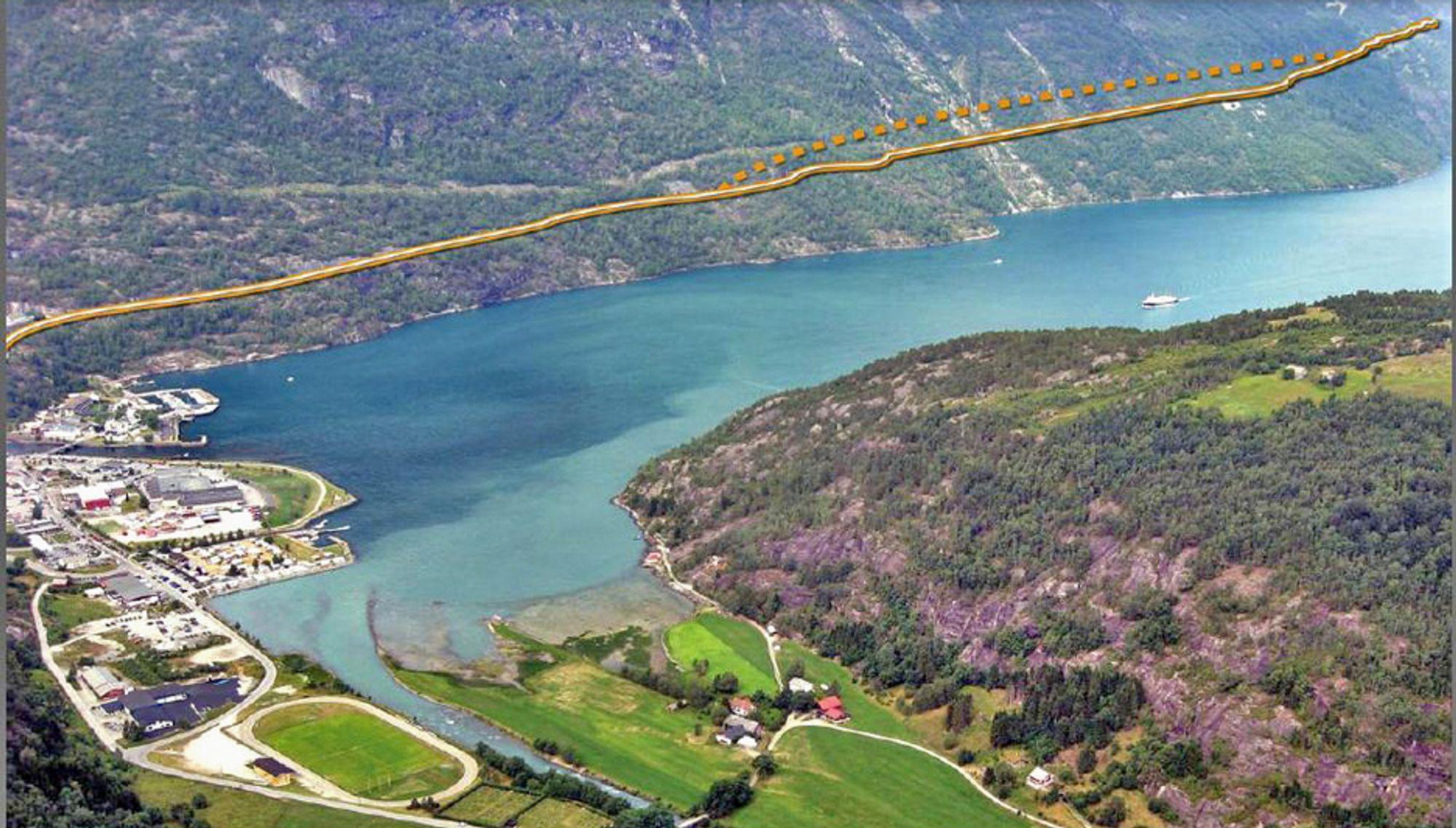 Den stiplete linjen i fjellsiden viser Streketunnelen slik den vil gå når forlengelsen er fullført. Ill.: Statens vegvesen