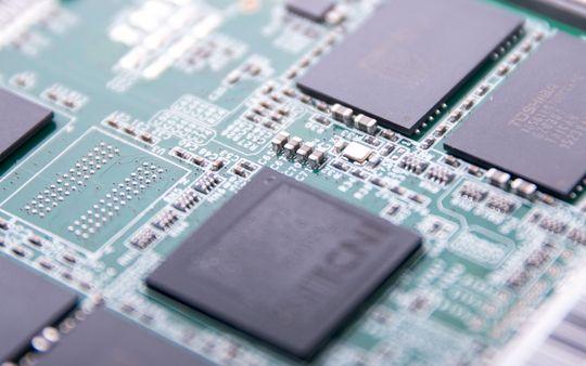RETT TEKNOLOGI: De individuelle delene på en SSD er knøttsmå, men selv de minste kan være forskjellen for SSD-ens liv eller død.