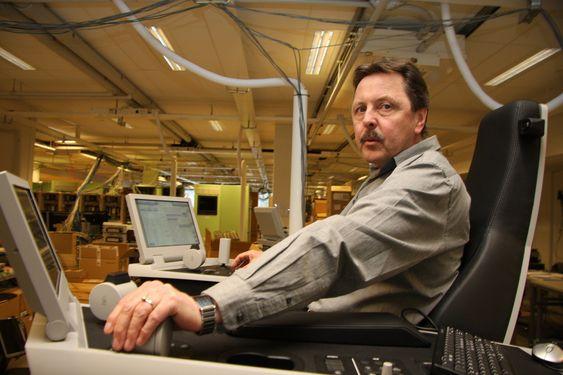 ARMLENGDE: Thor Hukkelås ledet utviklingen av K-Master. Fiosofien er at 20 prosent av funksjonene som brukes 80 prosent av tida, skal være innen rekkevidde i stolen.
