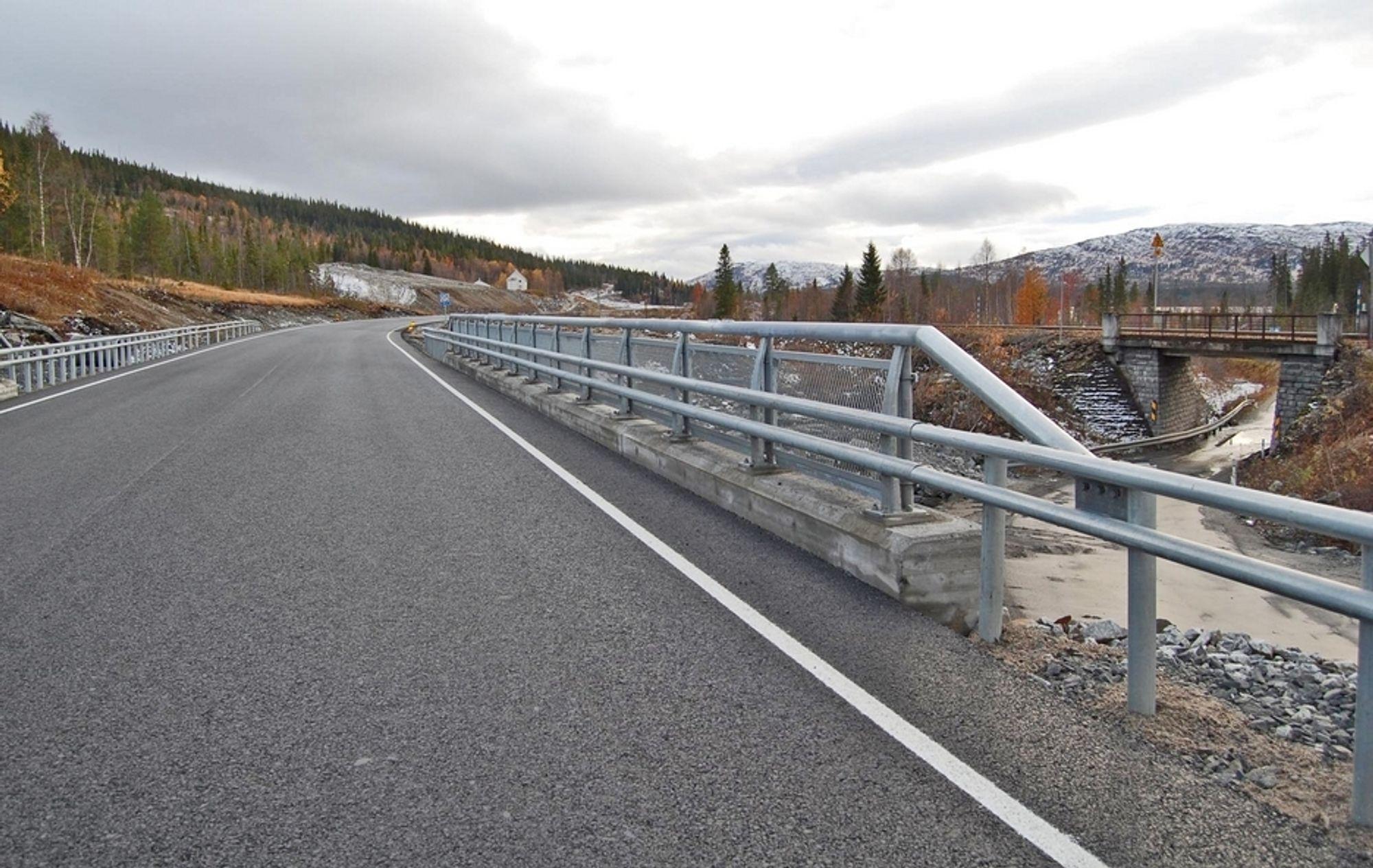 Det svenske firmaet Svevia ligger best an til å få driftskontrakten for området Mosjøen. I dette området ligger den nye E 6 mellom Majahaugen og Flyum i Grane kommune, som ble åpnet i fjor høst.