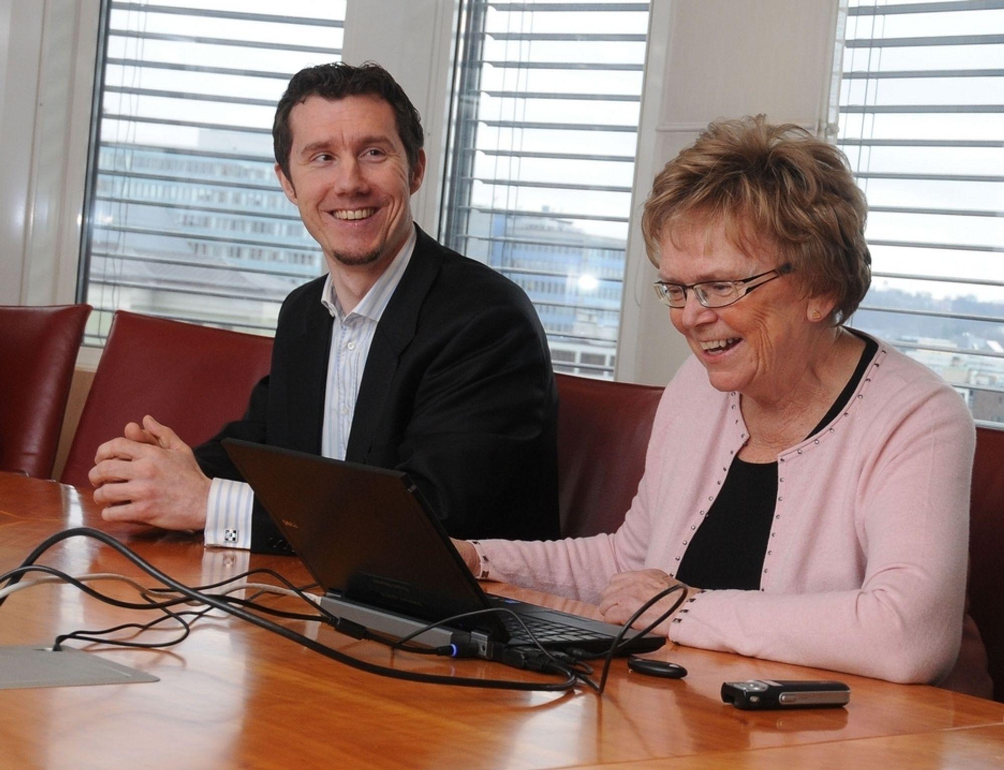 PÅGANG: Direktør for Digipost Thomas Mathisen kan telle opp mer enn 40 000 brukere av den nye tjenesten to døgn etter lanseringen sammen med samferdselsminister Magnhild Meltveit Kleppa.