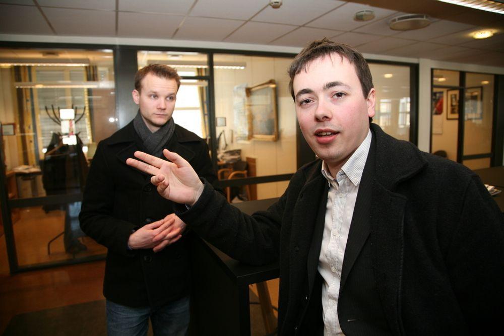 SALG: Et nytt opplag av Ingeniørspillet gjør at gründerne Bård Gamnes (til venstre) og Gøran Berntsen har hektiske dager.