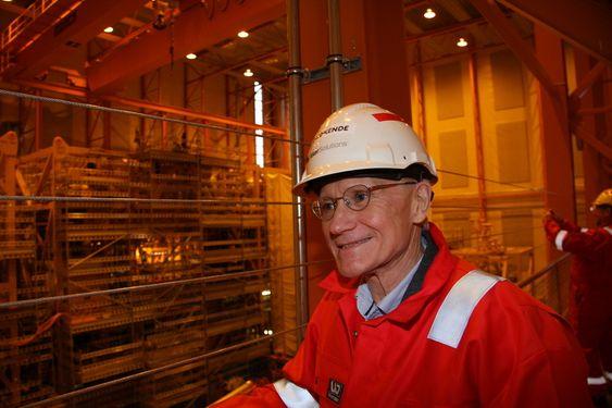 FRAMSYNT: Senioringeniør Kjell Olav Stinessen kan endelig se et komplett gasskompresjonsanlegg for havbunnsplassering. Ideen fikk han i 1985.