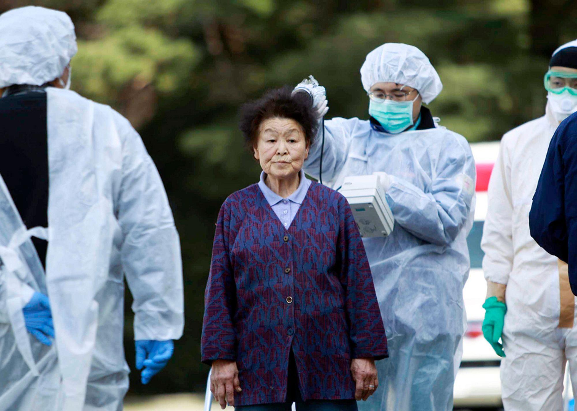 SJEKKES: I Japan måler man hvor mye stråling folk er utsatt for. I Norge har Statens Strålevern intensivert målingene etter de radioaktive utslippene i Japan. Nå måler de en minimal økning i radioaktiviteten i luft.