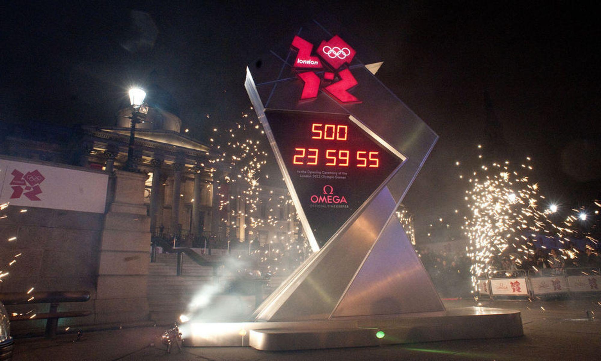 AVDUKET: Nedtellingsklokken til London-OL ble avduket i en flott sermoni mandag kveld, og startet nedtellingen 500 dager før OL begynner. Men det tok ikke lang tid før den stoppet igjen.