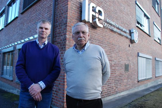 Forskningssjef og prosjekleder for Haldenprosjektet Fridtjof Øwre og sikkerhetsjef Atle Valseth i IFE