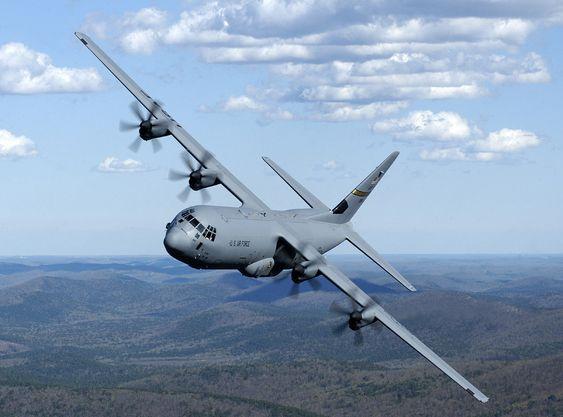FLYKJØP: Regjeringen vil bruke 3,6 milliarder kroner i et hasteinnkjøp av fire transportfly av denne typen, Hercules C-130J fra Lockheed Martin.